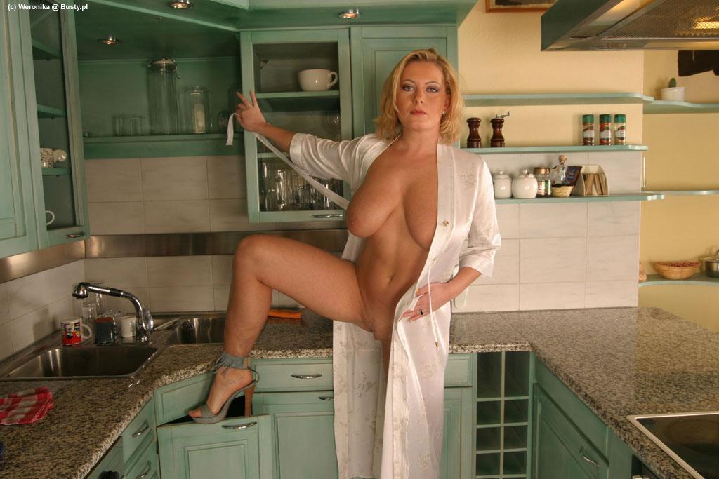 фото голой русской блондинке на кухне
